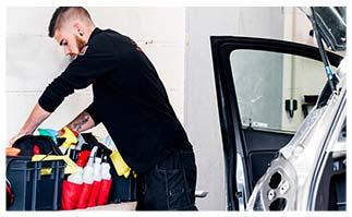 préparation de produits d'entretien pour automobile